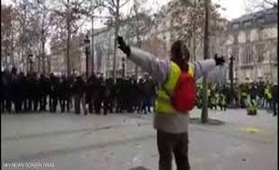 بالفيديو : يوثق إطلاق الشرطة الفرنسية الرصاص على متظاهر