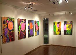 """معرض تشكيلي يجمع بين السيريالية والواقعية في """"وادي الفنان"""""""
