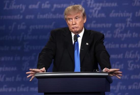 صحفية تسأل ترامب: هل أنت عنصري؟.. فكيف رد الأخير