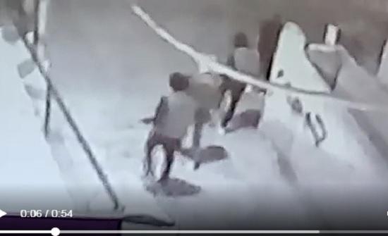 """ظهروا خلال فيديو... القبض على 4 اشخاص اطلقوا النار في مخيم """"عزمي المفتي"""""""