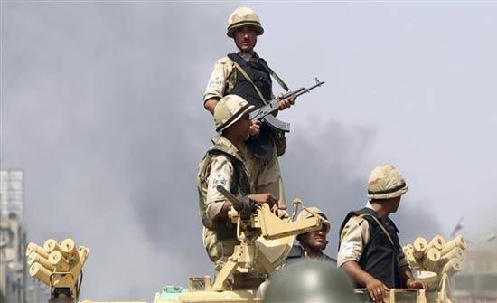 قتلى وجرحى من الجيش المصري بقصف معسكر وسط سيناء