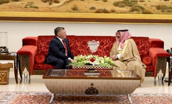 الملك : نقف الى جانب مملكة البحرين في مواجهة أي تهديد لأمنها  ( صور )