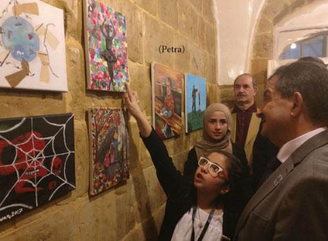 الخشمان يفتتح المعرض الأول لمشروع الفنانين الشباب في الاردن