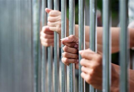 سافرا ودفعا المال لقضاء عطلة نهاية الأسبوع داخل السجن