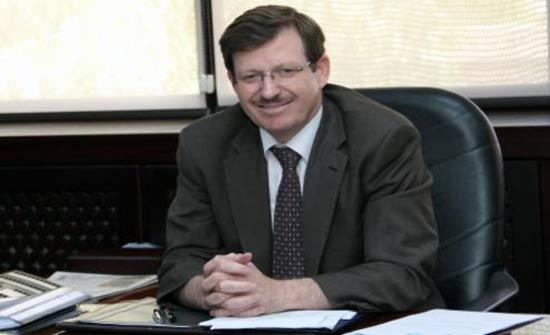 وزير الصحة يزور جراحة العيون بالبشير