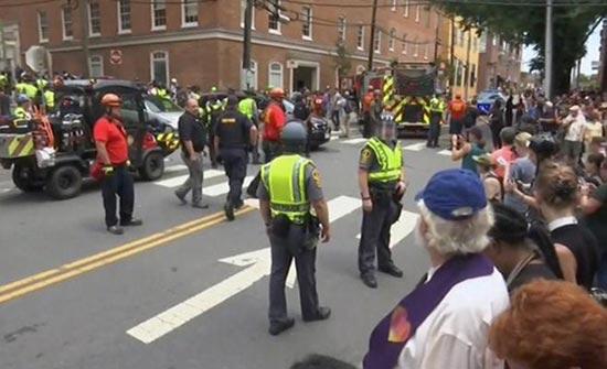 سيارة تدهس عددا من المتظاهرين في فرجينيا بالولايات المتحدة (شاهد)