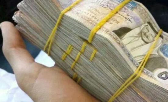 تكريم مواطن عثر على 15 ألف دينار فسلمها إلى الأمن