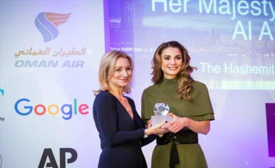 الملكة رانيا تتسلم جائزة الانسانية من جمعية الصحافة الأجنبية