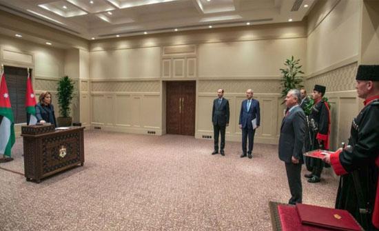 السفيرة الحوامدة تؤدي اليمين القانونية أمام الملك