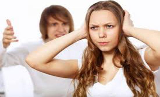 مرض غريب.. امرأة تسمع كل الأصوات إلا صوت زوجها!