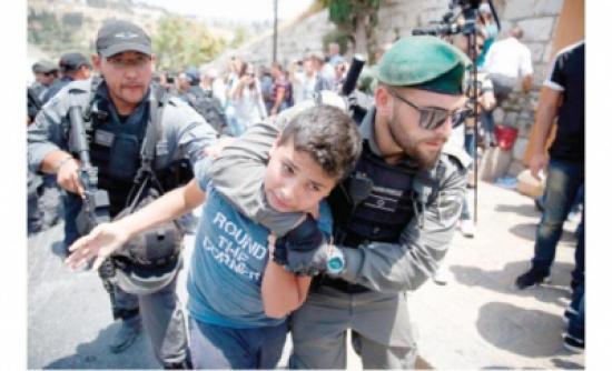 الفلسطينيون يؤكدون: لا صلاة في المسجد عبر بوابات الاحتلال