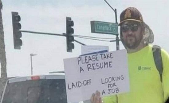 بعد طرده من عمله حصل على مئات الفرص... إليكم ما فعله!