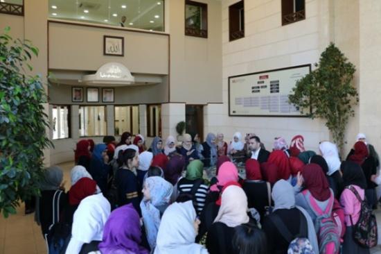 """طلبة مدارس """"قرطبة الدولية"""" يزورون جامعة الشرق الاوسط"""
