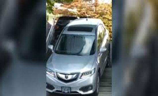 بالفيديو: سيدة تقود سيارتها على درج في كندا