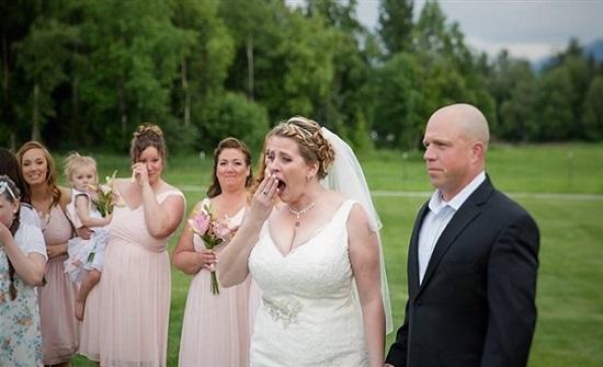 صقر يطير بخاتم الزواج ويفسد فرحة عروسين بهولندا