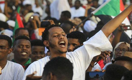 """بالفيديو : انطلاق مسيرات وسط السودان في أربعينية فض """"الاعتصام"""""""