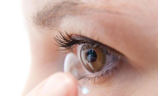 خبراء يحذرون من عدسات ونظارات مقلدة تؤذي العيون