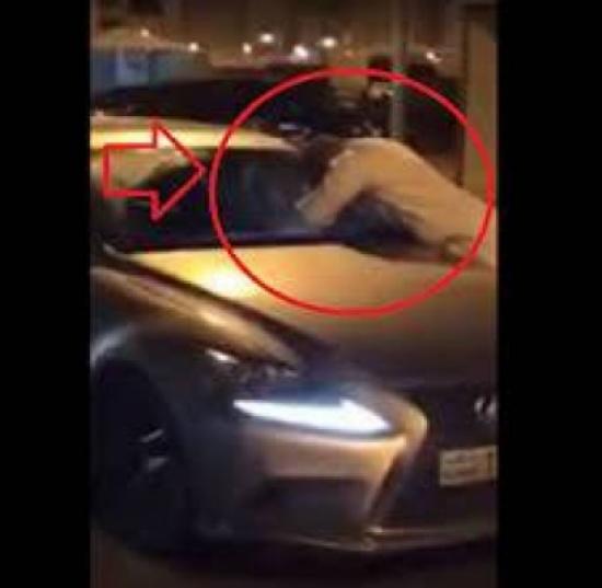 إلقاء القبض على الملاكم الكويتي الذي خطف فتاة من سياراتها (فيديو)