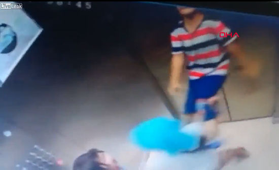 فيديو: صبي يشنق نفسه بالخطأ بالمصعد