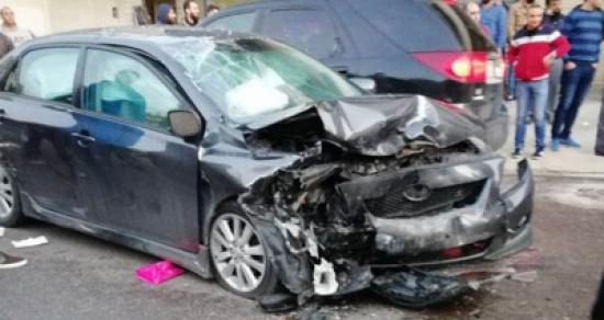 بالصور: حادث مروع بين سيارتين يقطع قدم شاب كان يمر صدفة في المكان !!