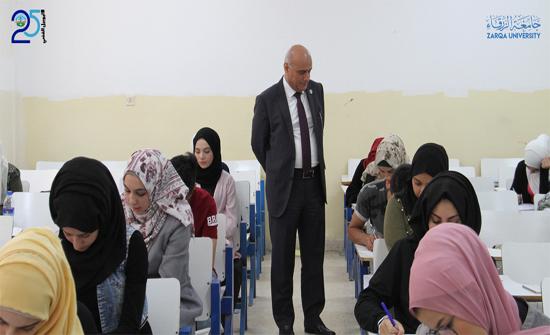 رئيس جامعة الزرقاء يتفقد قاعات الإمتحانات النهائية