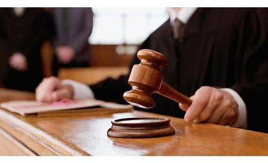 """عربي يصرخ في المحكمة: """"مراتي ما طلعتش بنت""""..والزوجة تفجر مفاجأة"""