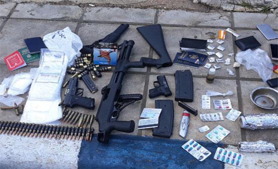 """القبض على 10 اشخاص بحوزتهم """"مخدرات وأسلحة"""" في عمان..(صور)"""
