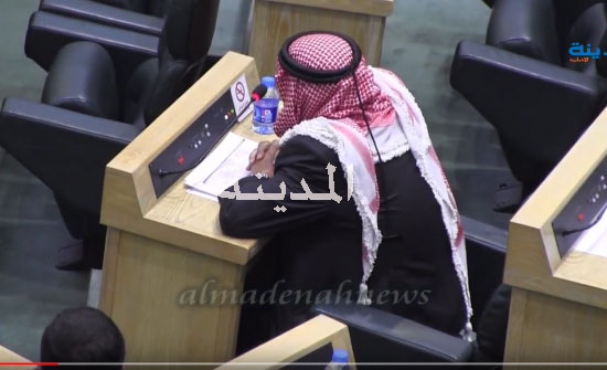بالفيديو : هكذا قرأت الحكومة والنواب الفاتحة على روح وصفي التل بطلب من العرموطي