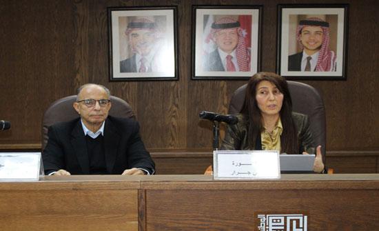 """المكتبة الوطنية تحتفي بإشهار """"منظمات الأعمال التنموية"""" لأماني جرار"""