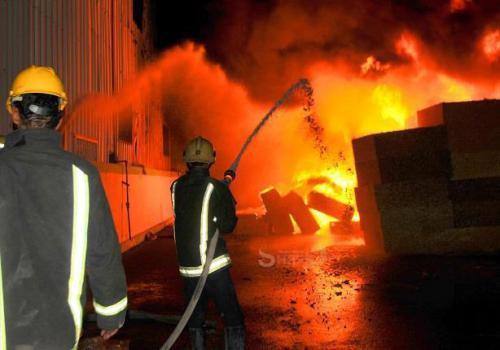 إصابة 3 أشخاص إثر حريق في شقة بالبلقاء