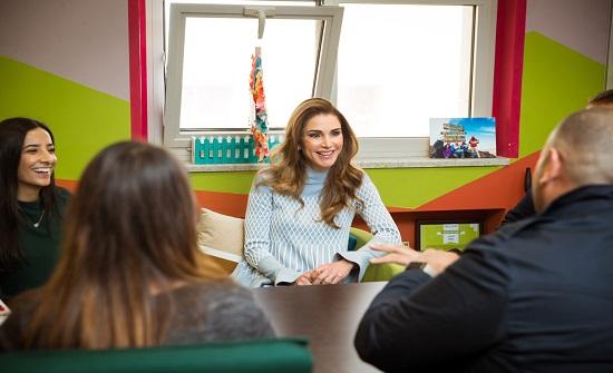 الملكة رانيا تطلع على مشاريع ريادية ونوعية في مجمع الملك الحسين للأعمال