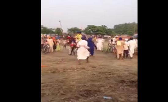 بالفيديو : حصان يطيح بحشد من الجماهير في مهرجان للخيول