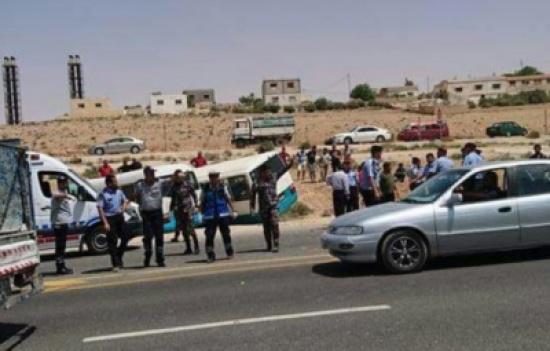 20 إصابة بتصادم حافلتين للأمن العام والدفاع المدني