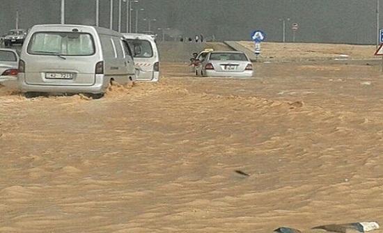 امطار غزيرة وسيول على طريق وادي شعيب الشونة الجنوبية