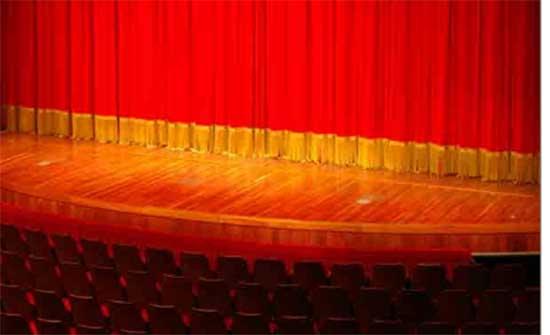 """عرض مسرحية """"عنب أسود"""" في مأدبا"""