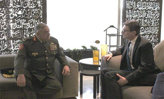 فريحات يستقبل مساعد رئيس هيئة أركان قوات الدفاع للارتباطات الدفاعية البريطانية