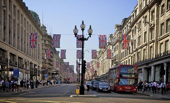 تراجع أسعار البيع في متاجر بريطانيا لأول مرة منذ 8 شهور