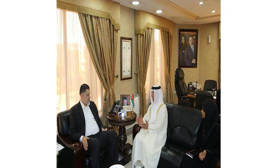 وزير العمل يلتقي السفير الاماراتي بعمان