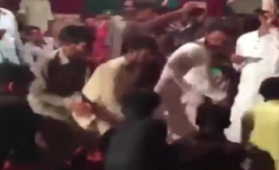 5e63cee2c بالفيديو : لحظة سقوط مسرح بأشخاص يرقصون أعلاه - المدينة نيوز