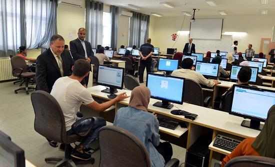 رئيس الطفيلة التقنية يتفقد الامتحانات النهائية للطلبة