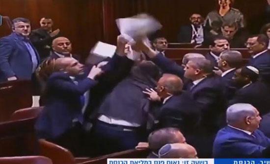 طرد نواب عرب من الكنيست عند بدء خطاب بنس (فيديو)