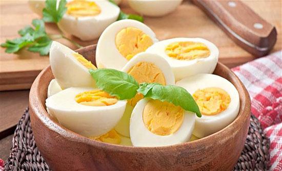 متى يصبح البيض المسلوق ساماً؟