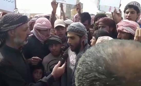 اعتصام لنازحي مخيم الركبان احتجاجا على عدم دخول المواد الغذائية لهم