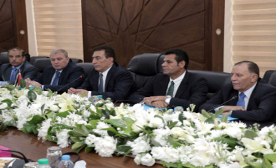 الطراونة يلتقي رئيس مجلس الشيوخ الباكستاني