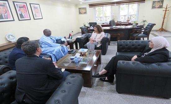 وفد سنغالي يطلع على تجربة المملكة في مجال استخدام الغاز الطبيعي المسال