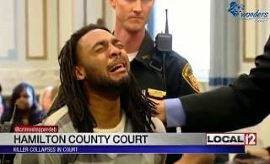 شاهد رد فعل 10 مجرمين لحظة الحكم عليهم بالسجن المؤبد