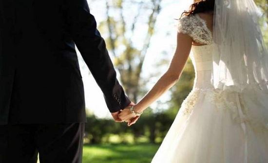 فيديو- أب يبكي ابنته في زفافها بغناء '3 دقات' بكلماته وعلى طريقته