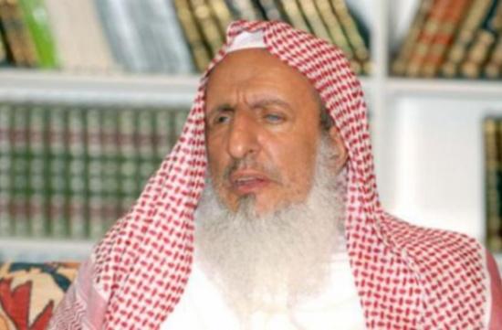 """مفتي السعوديه يدعو لعزل خطيب وصف عمل المرأة في الطب بـ""""الدياثة"""""""