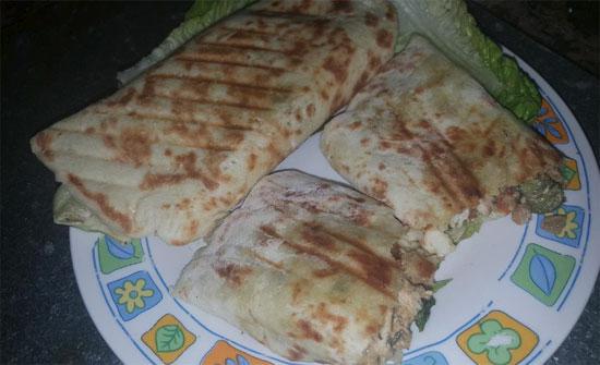 """وجبة شاورما """"منزلية"""" تصيب أفراد أسرة بتسمم غذائي"""