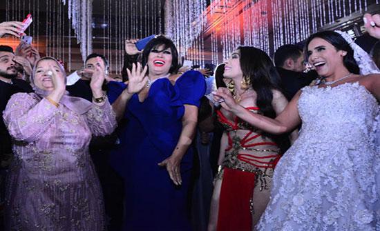 بالفيديو : دينا وفيفي عبده تشعلان حفل زفاف إبنة خالد عجاج بوصلة رقص مشتركة